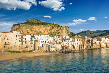 Beautiful Cefalu, popular beach resort in Italian Metropolitan City of Palermo located on Tyrrhenian coast of Sicily, Italy. 免版税图像