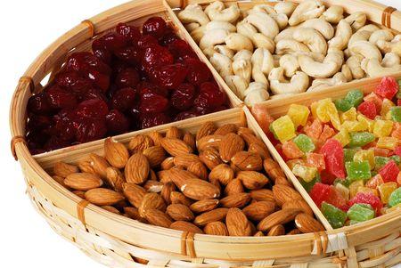 frutas secas: Frutas secas y nueces en la cesta