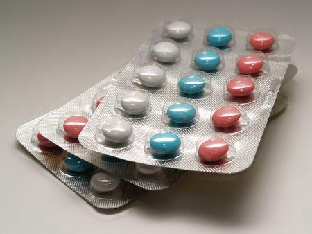 Nahaufnahme Tabletten isoliert auf grauem  Lizenzfreie Bilder