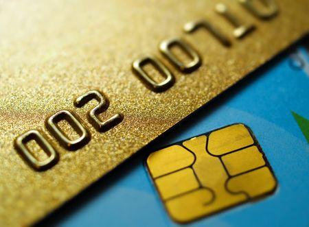 flache Tiefe der goldenen Kreditkarten Nahaufnahme von fangen auf