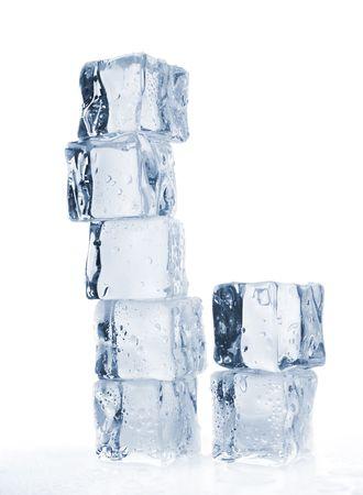 melting ice: la fusi�n de cubos de hielo sobre Kelvin superficial de blanco portarretrato tonos de azul