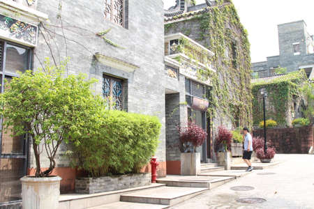 bourgeoisie: Impressions of Lingnan Garden, ancient architecture, climbing