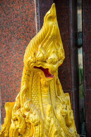 formidable: formidable statue at the entrance of a Buddhist temple
