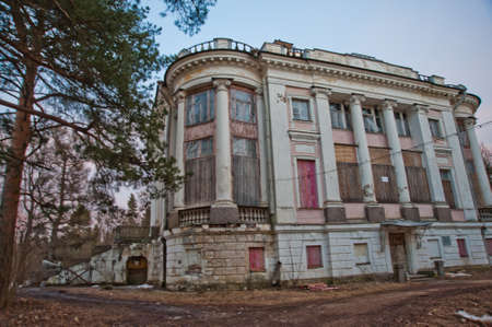nobles: The brick building is destroyed, the mansion in which the nobles used to live Stock Photo