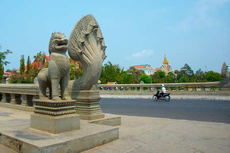 橋。プノンペン、カンボジア
