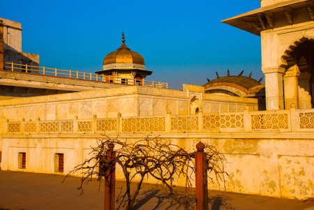 mughal empire: Tourists at entrance to Agra Fort, Agra, Uttar Pradesh, India Stock Photo