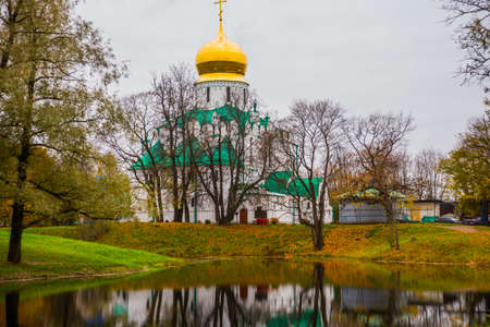 christendom: Pushkin, Saint-Petersburg, Russia. The Orthodox Church Feodorovsky sovereigns Cathedral in Tsarskoye Selo.A beautiful autumn landscape. Stock Photo