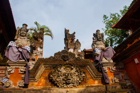 puri: Beautiful Balinese entrance gate of the temple, a Hindu temple in the center of Ubud, Bali, Indonesia.