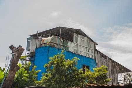 Via ordinaria locale con case nella capitale della Filippine Manila