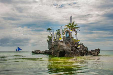 Willys Rock, 유명한 화이트 비치, 보라카이 섬, 필리핀에 위치하고 있습니다.