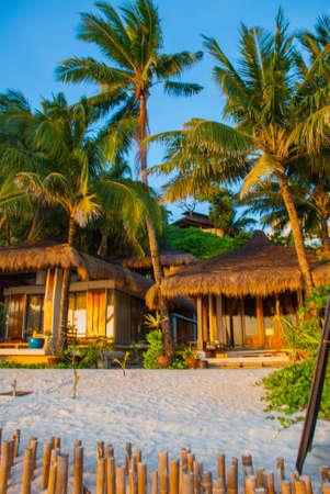 Palmeras y casas de playa. Isla de Boracay, Filipinas Foto de archivo