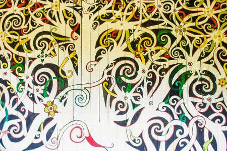 壁、装飾、サラワク文化村にクチンの装飾に伝統的な画像。ボルネオ、マレーシア