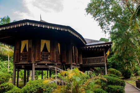 사라왁 문화 마을에 쿠칭에서 전통적인 목조 주택 Ruman Melayu. 말레이시아 보르네오 스톡 콘텐츠