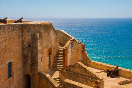 Santiago de Cuba, Cuba, Fort Castillo del Moro: Landscape with a view of the fortress walls. Castle San Pedro de la Roca del Morro. Imagens