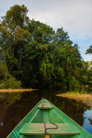 Amazon river, Manaus, Amazonas, Brazil, South America: Wooden boat floating on the Amazon river in the backwaters of the Amazon jungle. Banque d'images