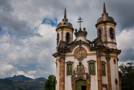 View of historic baroque church Igreja Sao Francisco de Assis, Ouro Preto Stockfoto - 123288379