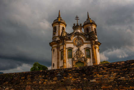 View of historic baroque church Igreja Sao Francisco de Assis, Ouro Preto Stockfoto
