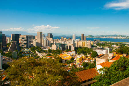 Brésil, Rio de Janeiro : paysage urbain de Rio de Janeiro avec l'aqueduc de Carioca. La cathédrale métropolitaine de Saint-Sébastien Banque d'images