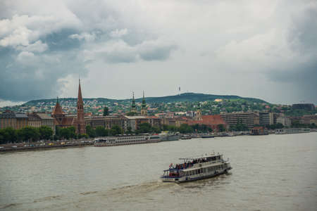 Budapest, Hungary, Europe: Beautiful landscape with a bridge on the Danube river and old buildings of the old town. 版權商用圖片