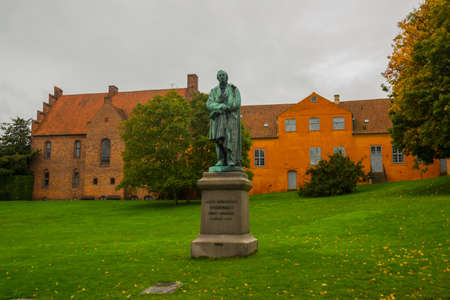 Statue of the famous novelist Hans Cristian Andersen in his born city: Odense in Funen, Denmark, Europe Standard-Bild