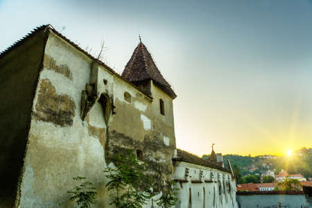 Brasov, Transylvania, Europe: Beautiful Romania. The beautiful landscape of the city in the evening. Panorama of the old town at sunset. Banque d'images