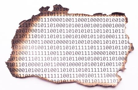 Ordinal: Ein St�ck Papier verbrannt mit Bin�r-Code Lizenzfreie Bilder