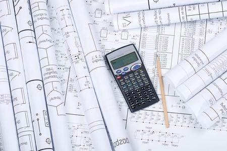 ingenieria industrial: Dibujos enrollado en un tubo, calculadora, l�piz