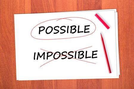 tachado: Elija la palabra posible, tach� la palabra IMPOSIBLE Foto de archivo