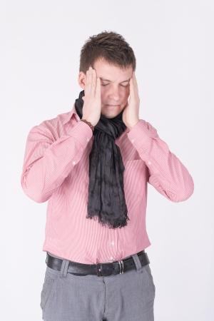 Ein Mann in einem roten T-Shirt Kopfschmerzen Standard-Bild - 19385736