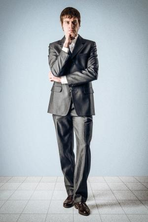 Business-Mann sinniert etwas Standard-Bild - 24495293