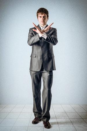 Business-Mann und die Hände über Kreuz Standard-Bild - 24397662