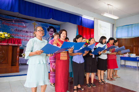 CHIANGRAI, THAILAND - AUG 10: unidentified women singing for Her Majesty Queen Sirikit in church on August 10, 2014 in Chiangrai, Thailand. Thai people in every religions always pray for the Queen in the occation of Her Mejesty Queen's Birthday (on August 에디토리얼
