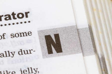 papier a lettre: agrandi lettre N dans le dictionnaire, soft focus,