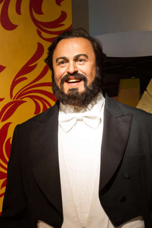 BANGKOK, THAILAND - DECEMBER 19: Wax figure of the famous Luciano Pavarotti from Madame Tussauds on December 19, 2015 in Bangkok, Thailand Editöryel