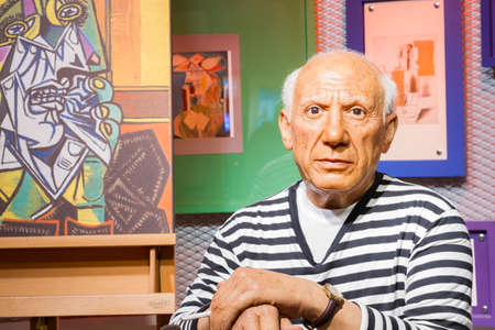 pablo picasso: BANGKOK, THAILAND - DECEMBER 19: Wax figure of the famous Pablo Picasso from Madame Tussauds on December 19, 2015 in Bangkok, Thailand Editorial