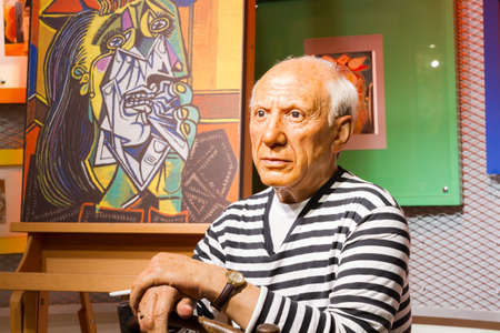 picasso: BANGKOK, THAILAND - DECEMBER 19: Wax figure of the famous Pablo Picasso from Madame Tussauds on December 19, 2015 in Bangkok, Thailand Editorial
