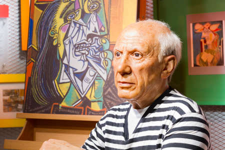 BANGKOK, THAILAND - DECEMBER 19: Wax figure of the famous Pablo Picasso from Madame Tussauds on December 19, 2015 in Bangkok, Thailand Editöryel