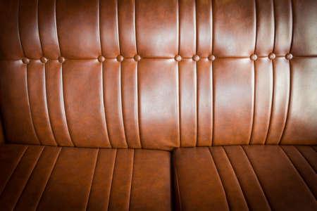 Struttura di cuoio marrone costoso del colpo del primo piano del sofà, priorità bassa dell'annata Archivio Fotografico - 83749837