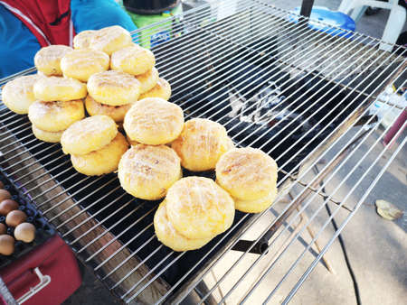 Grilled sticky rice covered with egg sold in street market Thailand Banco de Imagens