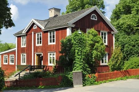 Schwedisch gelbe und rote Kabine