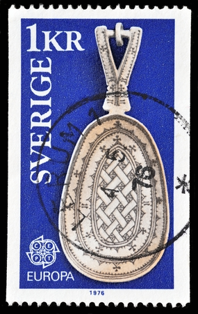 stempeln: SWEDEN - CIRCA 1976: A stamp printed in Sweden from the \Europa. Handicrafts\ issue shows a Lapp Spoon, circa 1976. Editorial
