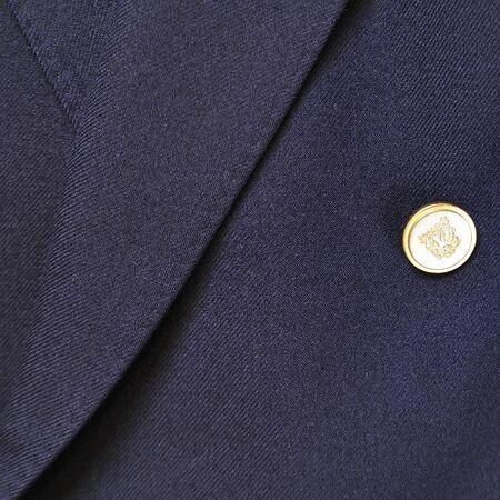 dry cleaned: Close-up di un abito classico di lana azzurro con il tasto Archivio Fotografico