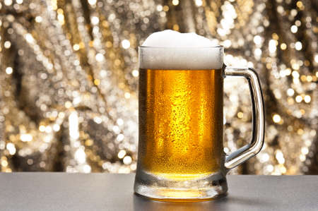 pilsener: Beer mug in front of a glittering background with a cool beer