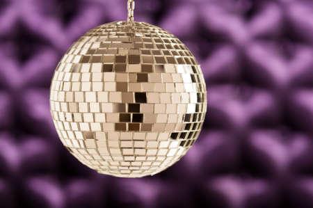 mirror ball: Bola de espejo del disco como una esfera limpia y sin reflejos molestos