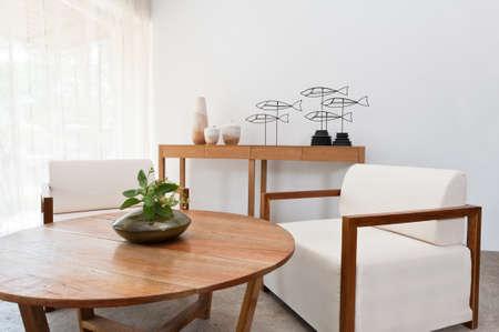 Lumineux mobilier marron blanc dans un salon Banque d'images - 18315041