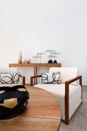 Lumineux mobilier marron blanc dans un salon Banque d'images - 18315056