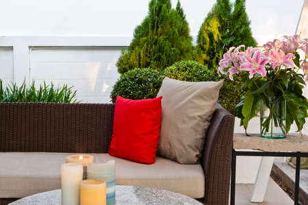 patio furniture: Outdoor patio con area soggiorno con un bel divano in rattan al tramonto Archivio Fotografico