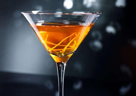 Manhattan cocktail in front of disco lights Standard-Bild
