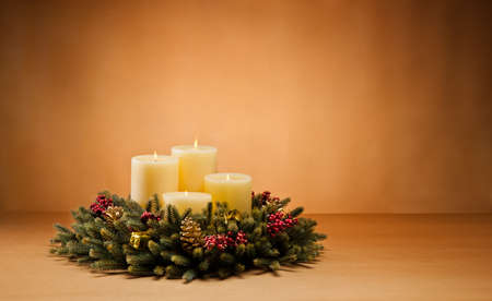 Advent wreath with burning candles for the pre Christmas time Imagens - 20919386