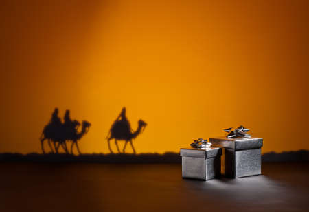 Frankincense: Three wise men on the way to Jesus in Bethlehem and presents